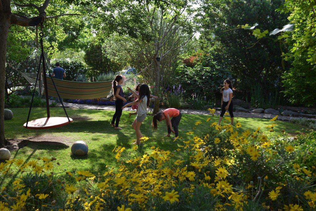 משחקים במרחב של מדשאה